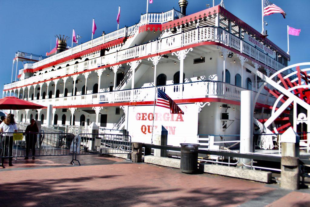 Travel Guide: Savannah, GA - Georgia Queen - www.spousesproutsme.com