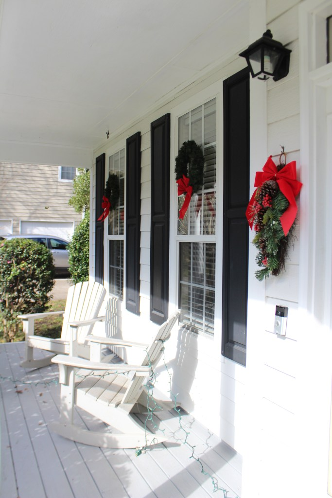 Affordable Outdoor Christmas Decorations - www.spousesproutsme.com